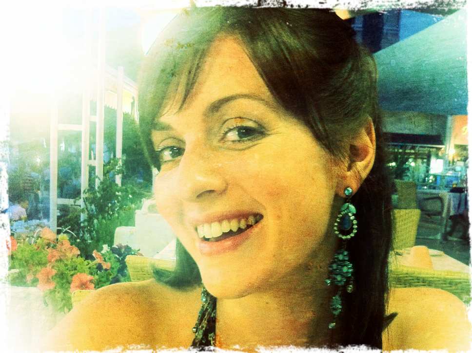 I have a fondness for large earrings too ;-)