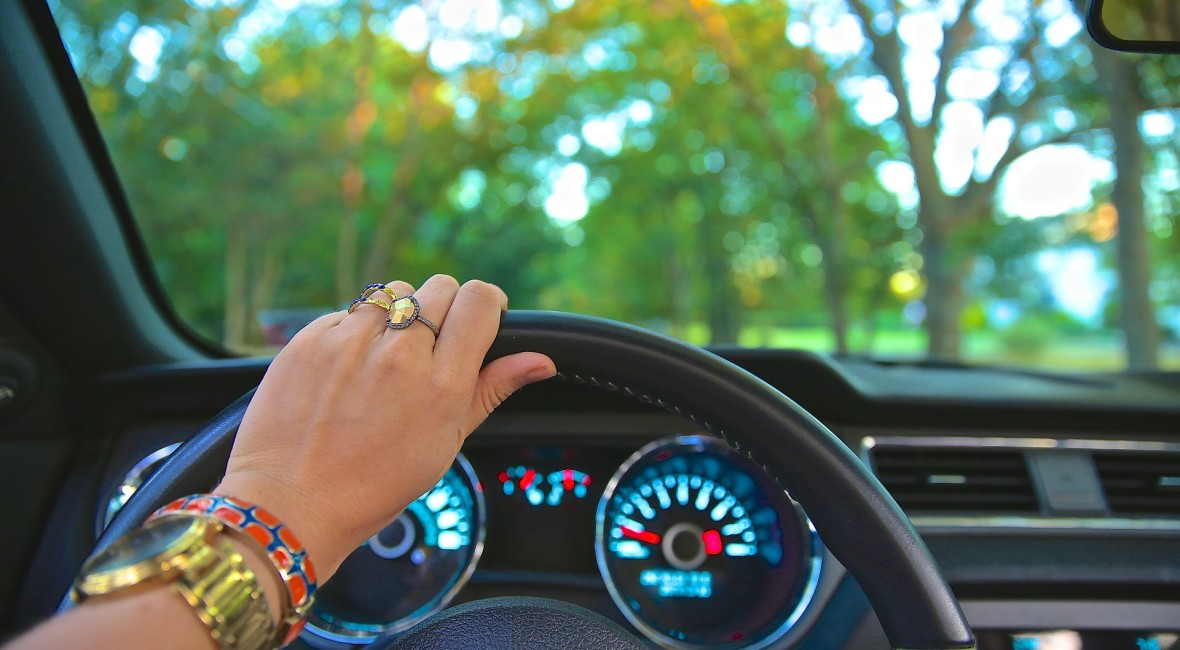 driving-918950_1920